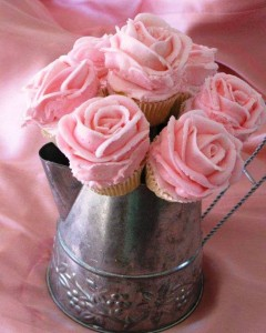 cupcakes made to look like a bouquet centerpiece